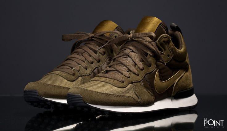 Zapatillas Nike Internationalist Mid Verde Blanco, volvemos a contar en la #tiendaonline de #sneakers #ThePoint con el modelo de zapatillas #nikeinternationalistmid , esta vez #Nike lo presenta en un colorway verde oliva muy acertado de cara a este #OtoñoInvierno2015, hazte con ellas clicando aquí, http://www.thepoint.es/es/zapatillas-nike/1350-zapatillas-hombre-nike-internationalist-mid-verde-blanco.html