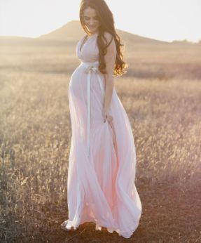 Hermoso vestido rosa, corte princesa ideal para el embarazo. #Pregnancy #Outfit #Maternity #Maternidad