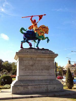 El monumento del Cid ya luce el traje de crochet diseñado por Olek hasta el 12 de Noviembre de 2013