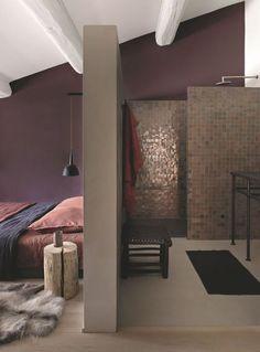 Ne pas cloisonner l'espace entre salle d'eau et coin nuit dans la suite parentale.