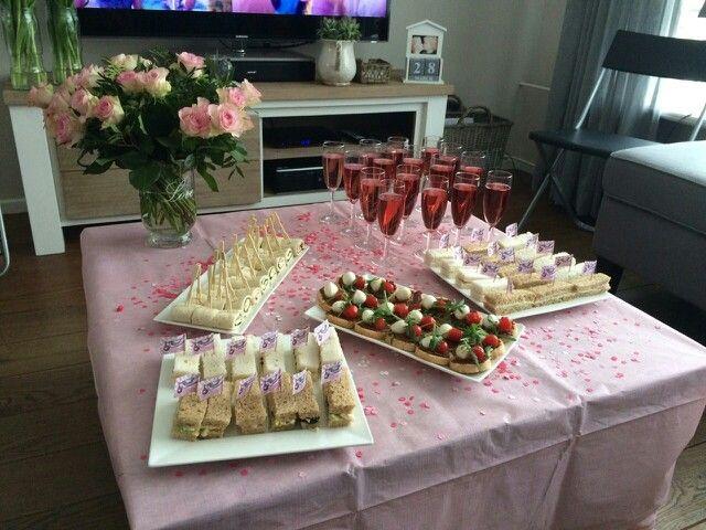 Babyshower georganiseerd voor ons lieve zusje. Wraps, sandwiches &stokbroodjes met tapanade, mozzarella, tomaat & rucola.
