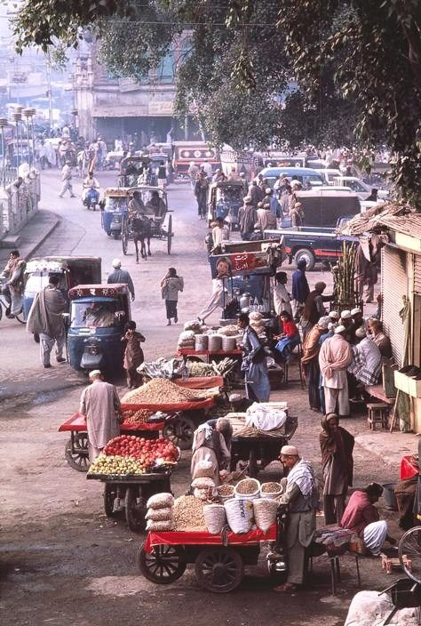 Street scene, Peshawar, PAKISTAN.  1988.