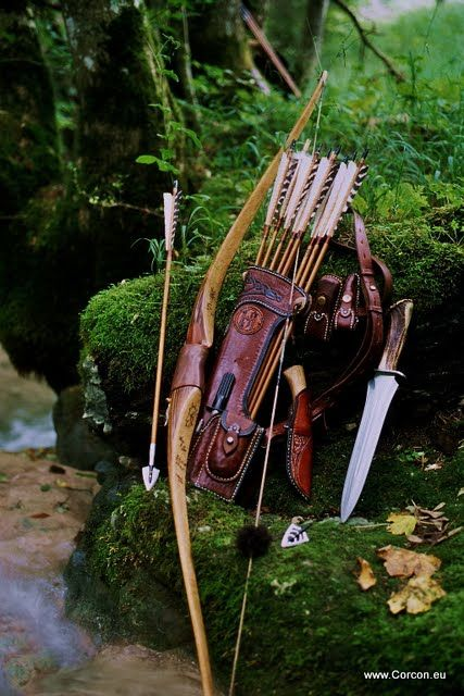 Archery, large side-quiver, bow and hunting knife