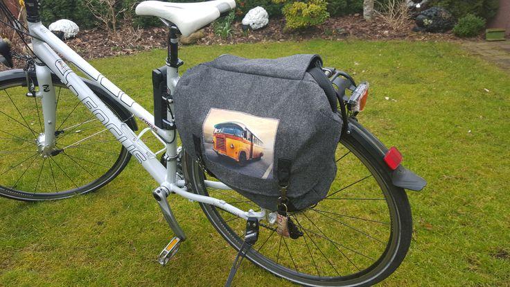 Woche 5 - Kuriertasche habe ich für Fahrradnutzung umgebaut, mit Trageriemen als Umhängetasche nutzbar