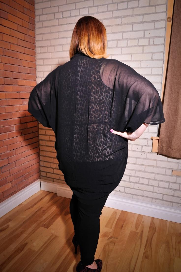 Kaftan noir uni. Taille: 2X / PRIX: 25.99$    Black kaftan, size 2X / Price 25.99$