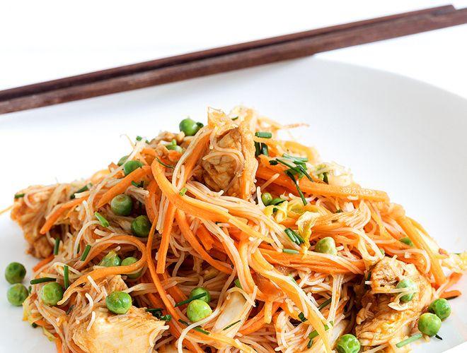 Noodles με κοτόπουλο και κάρυ