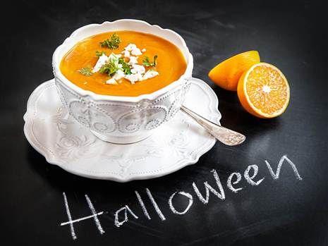 Saffransdoftande pumpasoppa med ingefära. En färgstark soppa som passar alldeles utmärkt vid Halloween. Recept: Mari Bergman Foto: Susanna Livijn Wexell