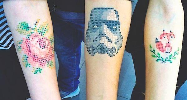 Estos tatuajes de punto de cruz molan mucho