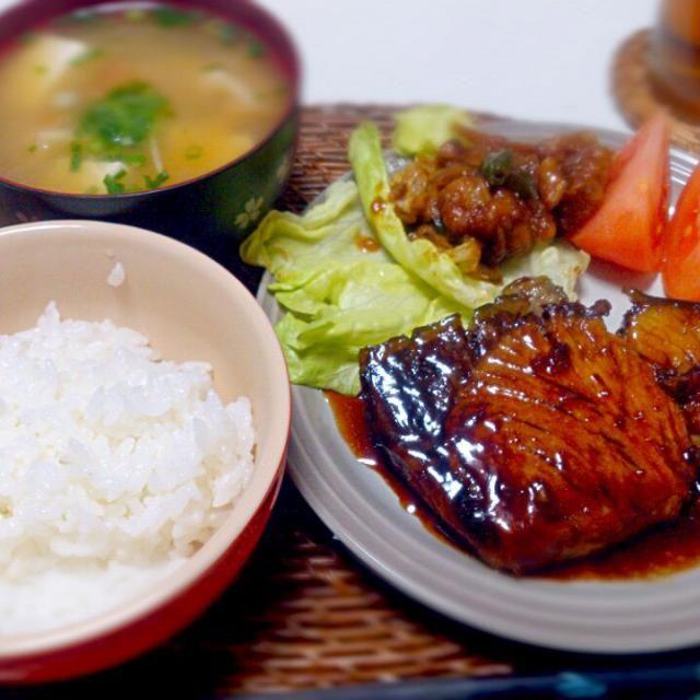 ぶり、脂のっててうまし! - 7件のもぐもぐ - ぶり照り お肉の残り くるま麩と豆腐の味噌汁 by nyaromechan