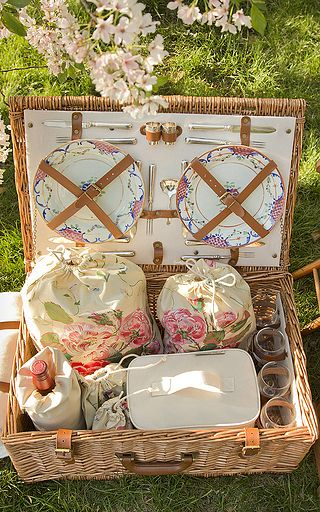 Rebecca Gardner - Dorset English Style Picnic Basket with Tiffany Silver | Mothers Day Gift