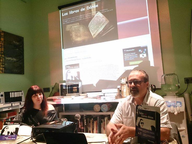 Con el marco de la portada de Los Libros de Dánae (http://bit.ly/1vVEFWE). Puedes adquirir tu ejemplar de «Todas son buenas chicas» en http://bit.ly/1nnYIIp