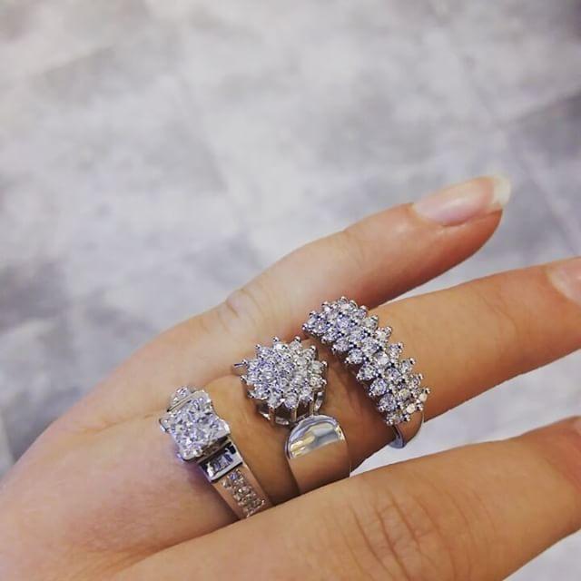 Shine Bright Like a Diamond 💎 Vi er helt forelsket i julens diamantringer 😍 Noe å ønske seg til jul av mannen i huset ? 😉 #gold #diamonds #diamondring #juleønske #gullfunnnorge  #gullfunn_tuvensenteret #tuvensenteret