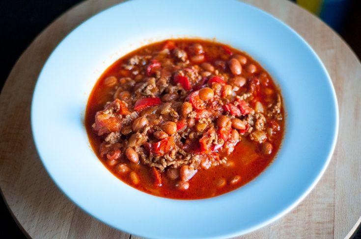 Een heerlijk recept vande leuke blogThree girls, one kitchenvoor pittige chili con carne. Supersimpel en zo lekker! Maal de uien en knoflook in een keukenmachine, of ga ouderwets aan het werk met een mes en snijd het fijn. Bak het in olijfolie zacht en voeg de chilipoeder, komijn en een beetje peper en zout toe. […]