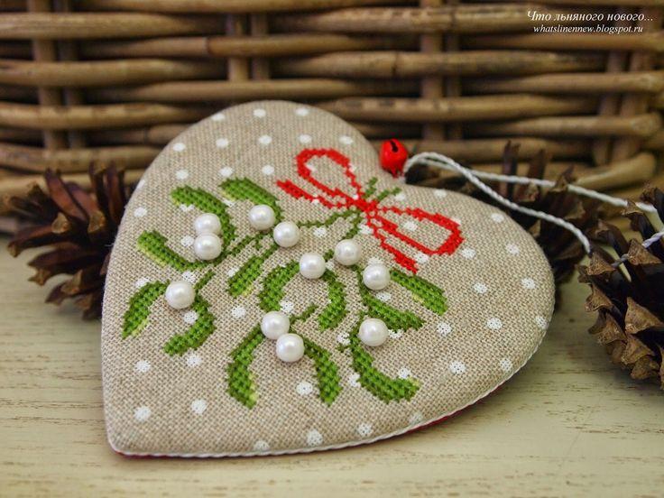 Новогодне-рождественская, послепраздничная... :)                      Пинкипчик с веточкой омелы, ягодки-жемчужины. Давняя моя хотелочка -...