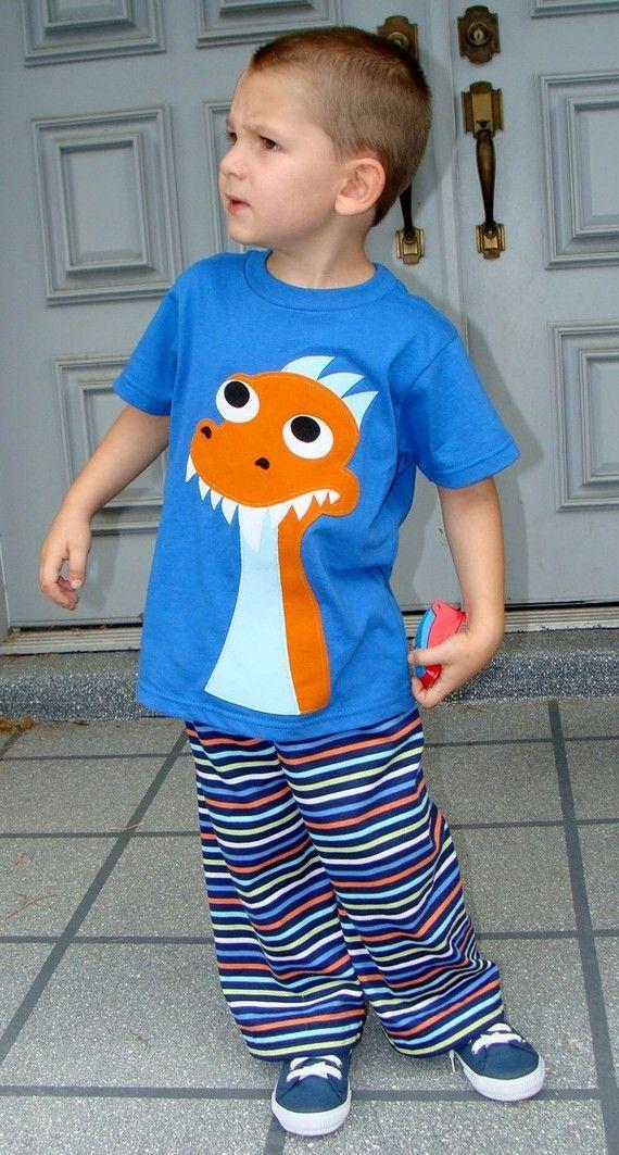Aplique en camiseta... Dinosaurio.