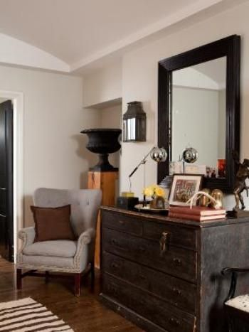 Step Inside #NateBerkus' Chicago Home: Entryway>> http://www.frontdoor.com/photos/tour-nate-berkus-chicago-home-for-sale?soc=pinterest