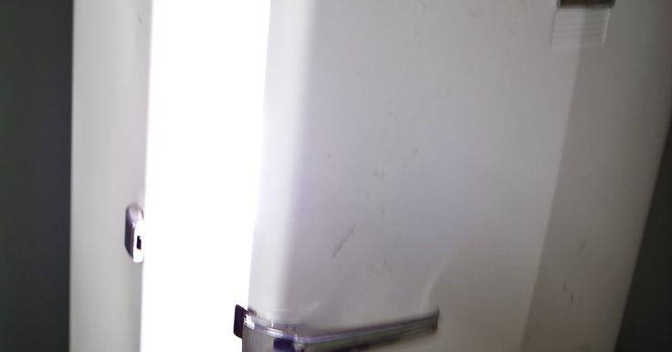 Cómo hacer una bomba de vacío de CA de un compresor frigorífico. Las bombas de vacío son necesarias para operar correctamente en un sistema de aire acondicionado. Un vacío profundo aplicado a un sistema de sellado permite la eliminación más completa de la humedad y otros contaminantes. Las bombas comercialmente disponibles son capaces de crear vacío profundo, pero su costo puede ser prohibitivo para el uso ...