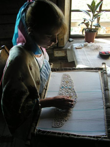 Embroidering a kokoshnik with pearl