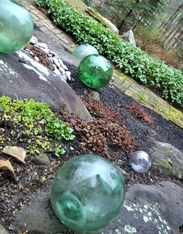 Decorating with fishing glass floats. Using glass balls outside.