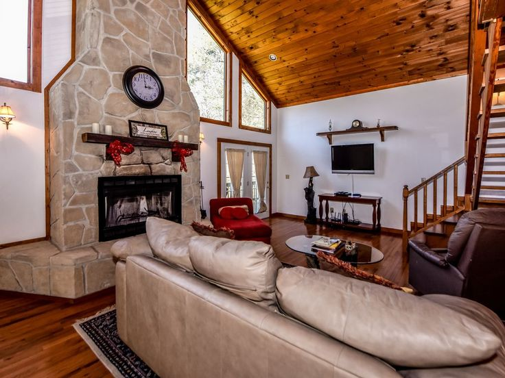 SECLUDED CABIN WITH HOT TUB, FREE POOL ACCESS, AND GREENSPACE. This charming newly renovated two bedroom, two bath log cabin located in Stonegate has an ope...