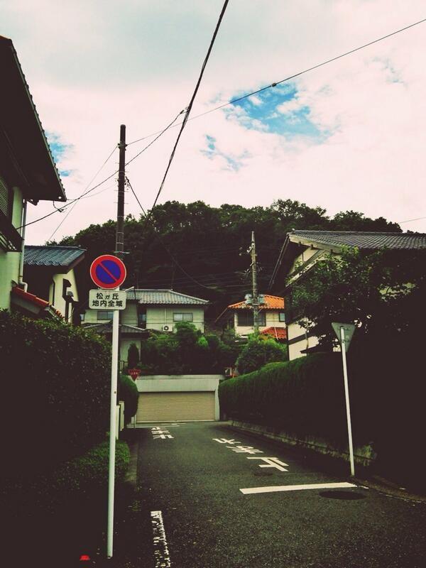 '토토로의 숲' 실제 배경인 도꾸로자와의 산. 도쿄 중심가에서 지하철로 20분정도 걸리는 곳. 근처 식당에 갔더니 계속 지브리 테마송을 틀어주었다 http://t.co/NwnBFO3ohf