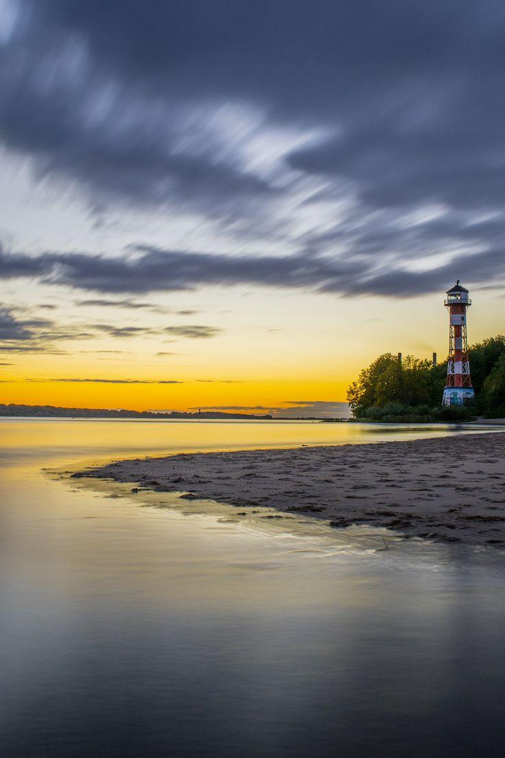 Hamburg Bild Elbstrand #Leuchtturm - #Lighthouse - Wittenbergen   Bildschönes #Hamburg - http://dennisharper.lnf.com/