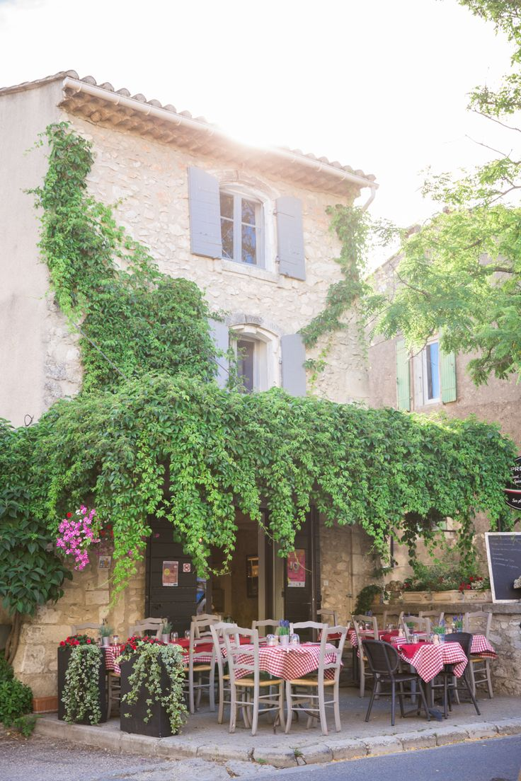 Sunset in Eygalieres, Provence – The Londoner