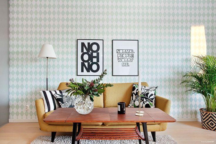 Välkommen till en suverän lägenhet om 39,5 ljusa och synnerligen välplanerade kvm i mycket fint skick. Burspråk med sjöglimt, fina golv och stort ljusinsläpp. Härligt vardagsrum, öppet kök (2015), fräscht badrum och sovrum med plats för rejäl säng. U...