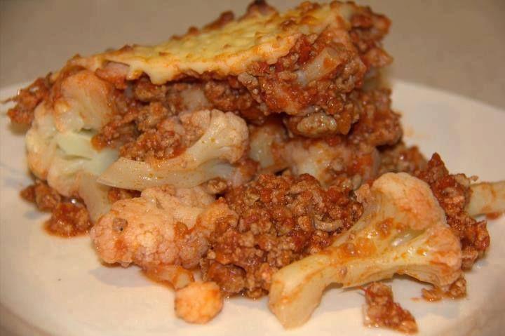 Karfiol, bolognai ragu, tetejére tojásfehérje+só+citromlé/aszkorbinsavból sajt
