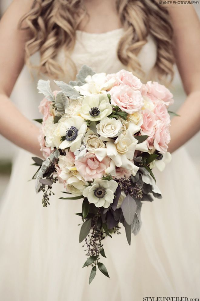 LOVE IS WED Бело розовый букет невесты из анемонов White pink brides bouquet of anemones