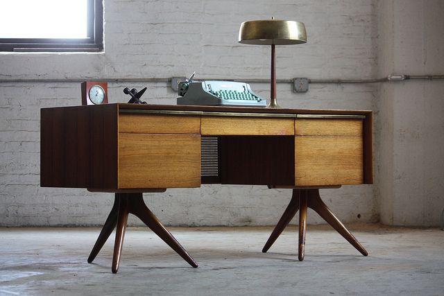 Valiant Vladimir Kagan Executive Pedestal Desk for Grosfeld House (U.S.A., 1955) | Flickr - Photo Sharing!