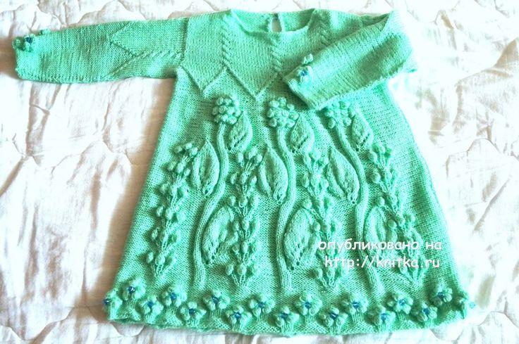 Детское платье спицами. Работа Оксаны вязание и схемы вязания