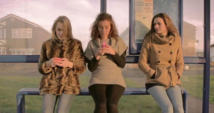 Un corto que nos muestra cómo las redes sociales nos están distanciando de los nuestros.