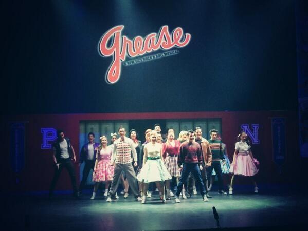 Todo el elenco iniciando una función de Vaselina.  #Vaselina #Grease #TeatroDelParque #TeatroNextel #obra #teatro #musical #Mexico #2013