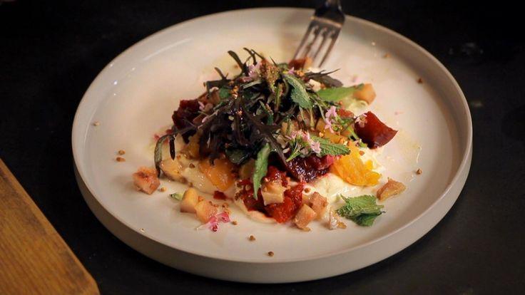Het hoofdgerecht salade met spekbokking en citroenhangop komt uit het programma…