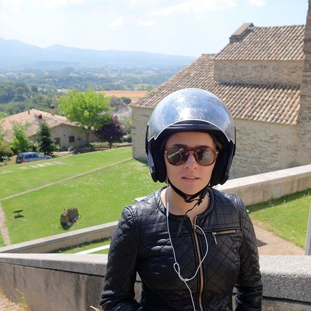 Let's go everywhere. #sunday #sundayfeelings #moto #trip #adventure #girl #amazing #afewjewels #tiharejacobs #helmet #spain #instamood  #look #fashion #nofilter #motocycle #old #sun #cool #awesome #goodnight #night #joy #happiness #moment #wind #girl #freedom #free #around