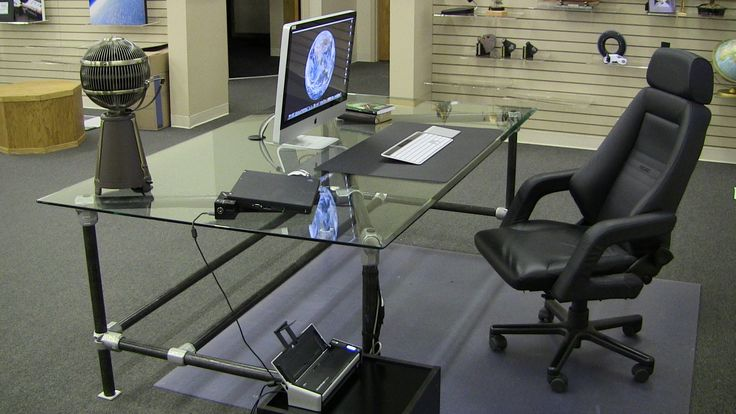 One of the clever aspects of this pipe desk is the way that that the top bracing is aligned. Using tee fittings and some plugs a unique angled support holds the glass top.  Schedule 40 black...