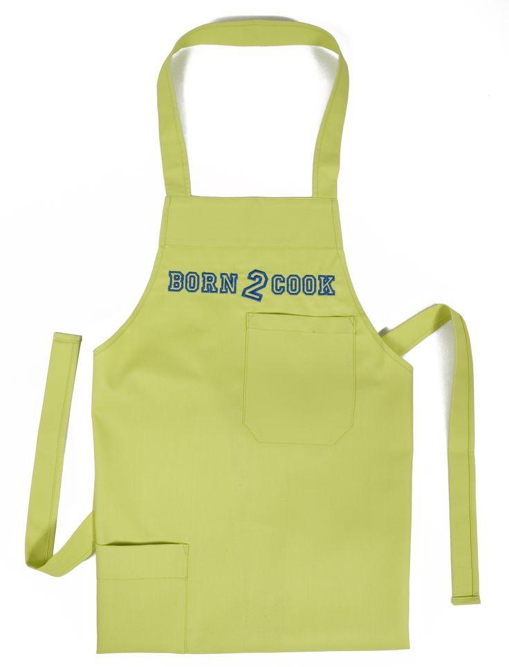 Lime groen kinderschort met borduring in kobaltblauw 'Born 2 cook', een leuk cadeau voor de kleine keukenprins of -prinses.