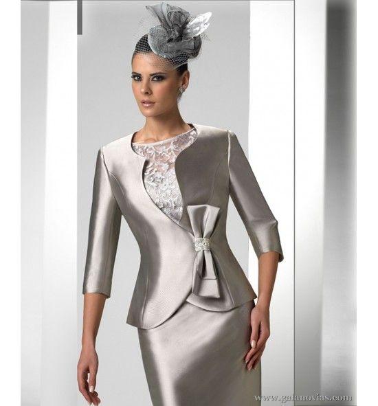 Vestido de Madrina en raso y encaje, falda corta