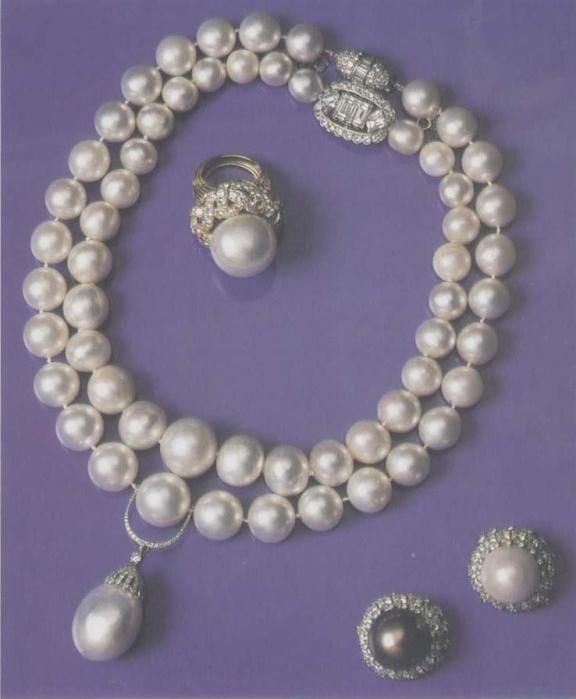 Pearls owned by Wallis Simpson given to her by Queen Mary