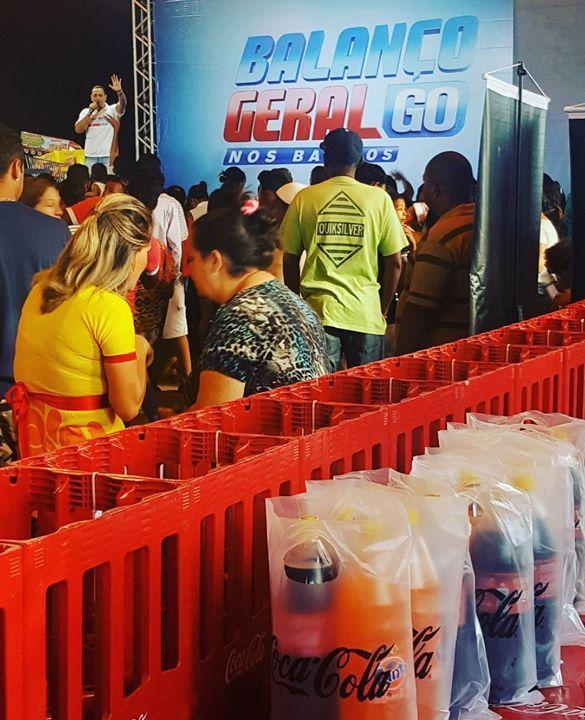 E já começou mais um Balanço Geral nos Bairros! A Coca-Cola está aqui com muuuuuita Coca e Fanta de 2 litros retornáveis!! Vamos abastecer as casas dos consumidores para o fds e repassar os vasilhames para que as pessoas possam fazer suas recompras no dia a dia!!! Só hoje vasilhames 100% subsidiados!!!!!! #cocacola #fanta #refpet #retornabilidade #acessibilidade #sustentabilidade #trademarketing #marketing by lysgoncalves http://ift.tt/1X30JAc
