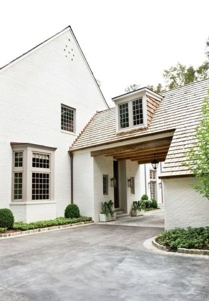 Fabulous porte cochere idea. I know the architect who is from Atlanta! A house designed by architect Peter Block.