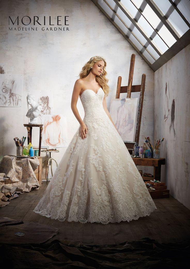 Haftowane koronki na tiulowej sukni ślubnej Mori Lee, z dekoltem w kształcie serca, o kroju A. Romantyczna, koronkowa suknia ślubna …