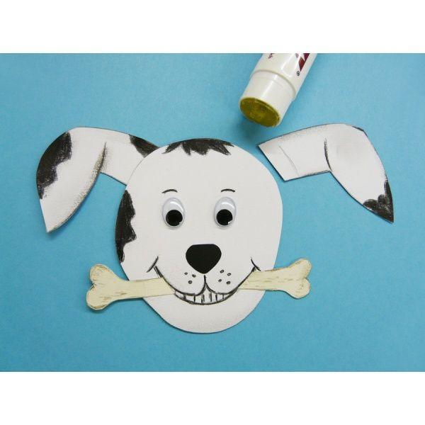 Mit weißem Fotokarton und Aquarellstiften einen schönen Hund basteln. Wir bieten die Bastelanleitung gratis.