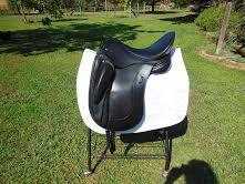 OBRIGADO dressage saddle for sale 17.5 in seat