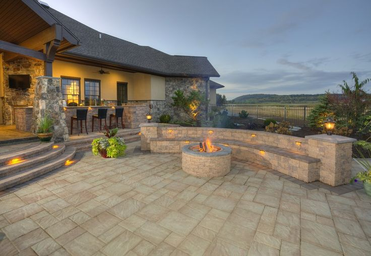 EP Henry pavers in Bristol Stone I and II, Random Installation. Avalon Blend.