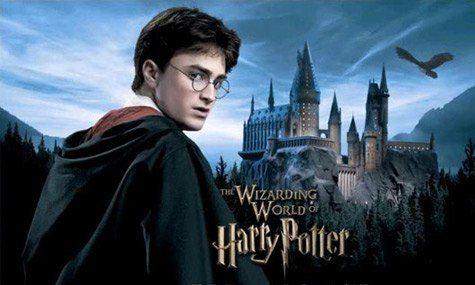 Первая часть культовой франшизы о юном волшебнике вышла на экраны в 2001 году. Давайте посмотрим, какими стали полюбившиеся герои спустя 15 лет. Эмма Уотсон / Гермиона Грейнджер  Руперт Гринт / Рон Уизли  Дэниел Рэдклифф / Гарри Поттер  Том Фелтон /Драко Малфой  Бонни Райт / Джинни Уизли  Джеймс и Оливер Фелпс / Фред и Джордж Уизли  Альфред Энок / Дин Томас   Мэттью Льюис / Невилл Лонгботтом  Гарри Меллинг / Дадли Дурсль  Эванна Линч / Полумна Лавгуд  Люк Янгблад / Ли Джордан  Кэти Льюнг…