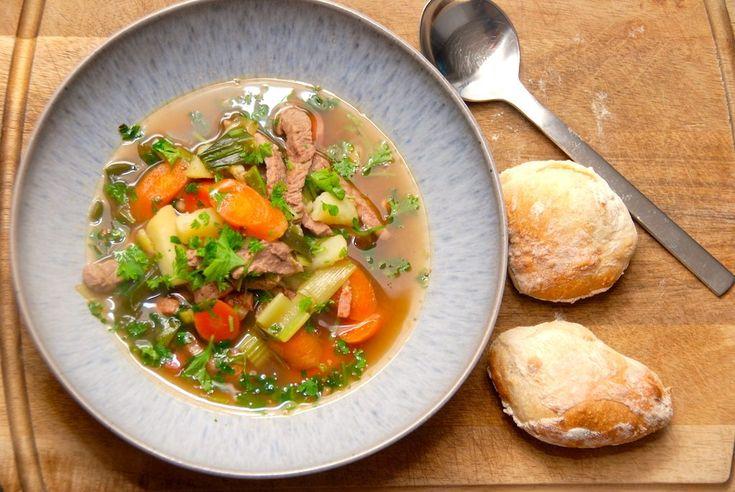 Dette er opskriften på en italiensk suppe, der koges med kalv og forskellige grøntsager. Opskriften er nem og hurtig, og suppen kan både bruges som forret og hovedret.