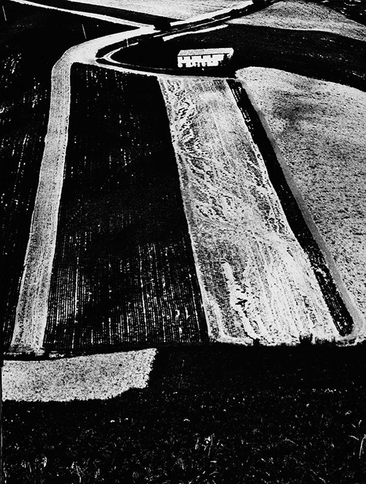 Metamorfosi della terra (Paesaggi) (anni '56/76) – Archivio Mario Giacomelli