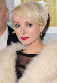 Helen George. Gorgeous pixie glam look.